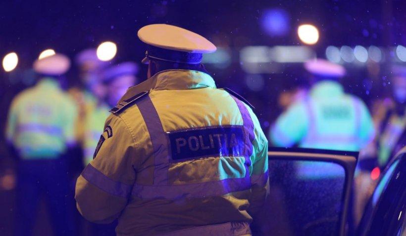13 poliţişti cercetaţi disciplinar, după ce au participat la un botez într-o localitate aflată în scenariul roşu