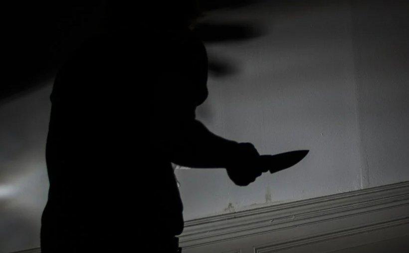 O femeie din Argeș a fost înjunghiată în spate de soțul ei