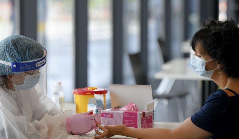 Câți români s-au infectat cu COVID-19 după vaccinare | RAPORT