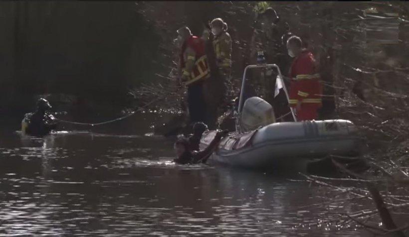 Doi frăţiori români, de 8 şi 9 ani, morţi într-un lac din Germania, după ce au încercat să-şi recupereze mingea   VIDEO