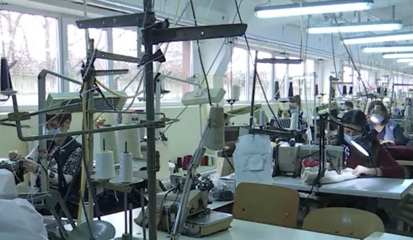 O fabrică din Buzău îmbracă trupele NATO din Germania și Norvegia, în timp ce Armata Română poartă articole din import