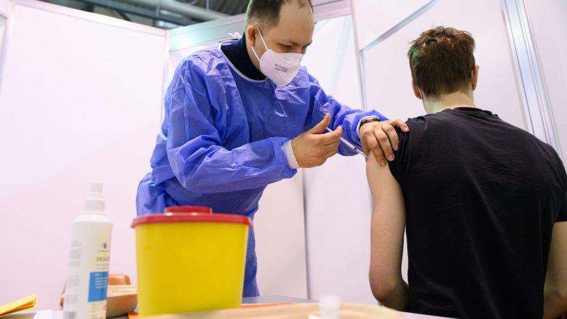 Un nou deces și un nou caz grav de tromboză, după vaccinarea cu AstraZeneca, în Danemarca