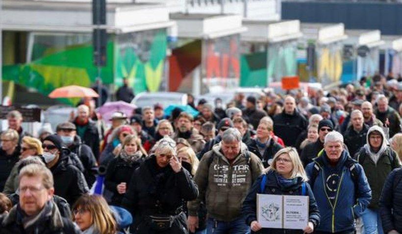 Proteste violente împotriva restricțiilor, în Germania. Poliția a folosit tunuri cu apă