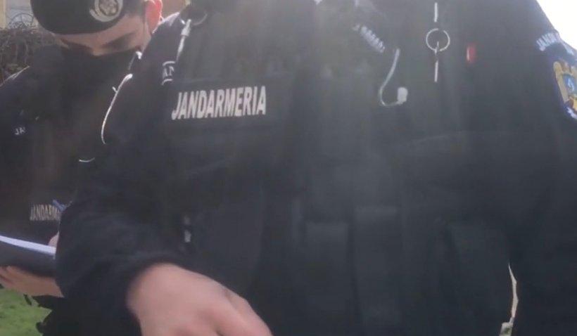 Taximetrist fără declaraţie pe propria răspundere, încătuşat de poliţişti în Timişoara