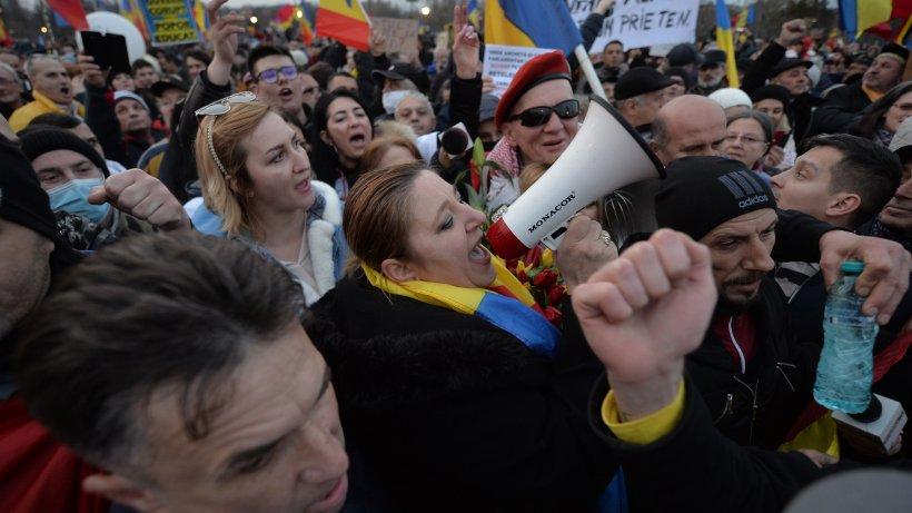 Senatoarea Diana Şoşoacă, amendată după protestele antirestricţii din Capitală