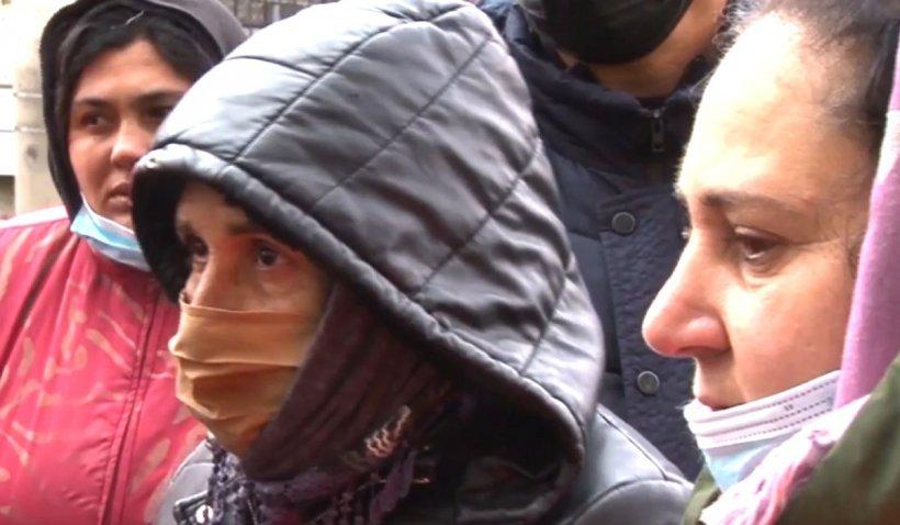 """Angajaţii unei firme de salubritate din Ploieşti, protest în stradă: """"Ne-au tăiat lumina, ne vrem banii!"""""""