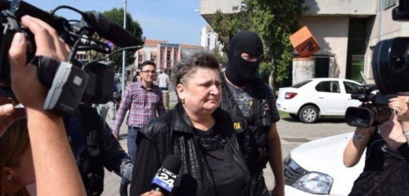 Angajata CEC Bank care a furat 1 milion de euro şi i-a donat la biserici, eliberată condiţionat
