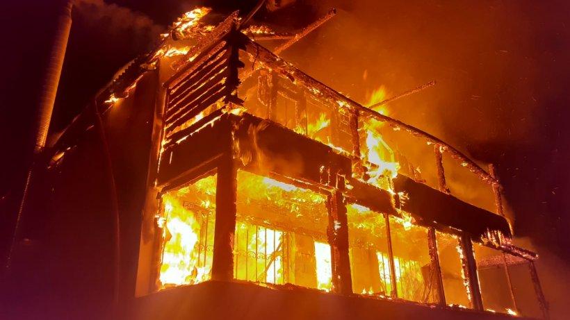 Incendiu puternic la o cabană din Cluj! O femeie a ars de vie