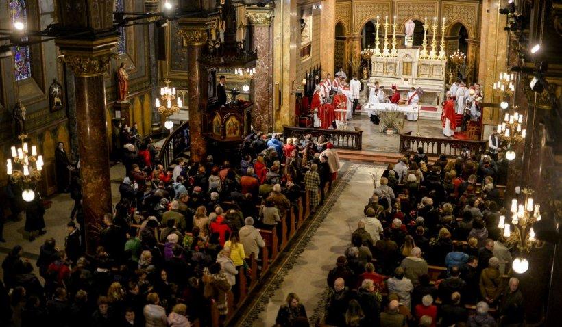 Interdicţia de circulaţie pe timp de noapte în Bucureşti, suspendată parţial pentru Paştele romano-catolic
