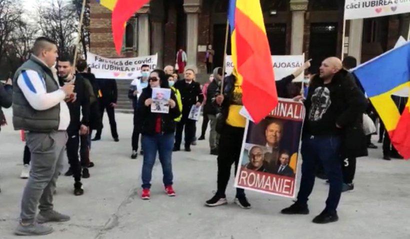 """Protest la Timişoara împotriva noilor restricţii şi a măştii de protecţie: """"Nu vă fie frică! Pandemia pică!"""""""