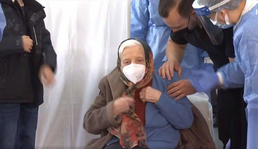 Cea mai în vârstă femeie din Bucureşti, de 105 ani, s-a vaccinat anti-COVID