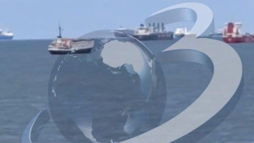 Imagini de pe una dintre navele din România blocată în canalul Suez