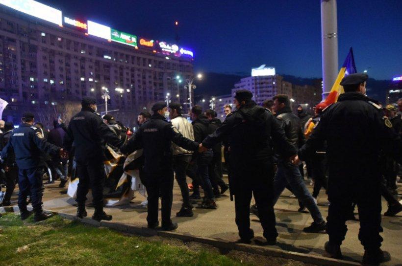 Proteste în România. Mii de oameni au ieșit în stradă împotriva noilor restricții. Manifestația din Piaţa Victoriei, prelungită până noaptea târziu