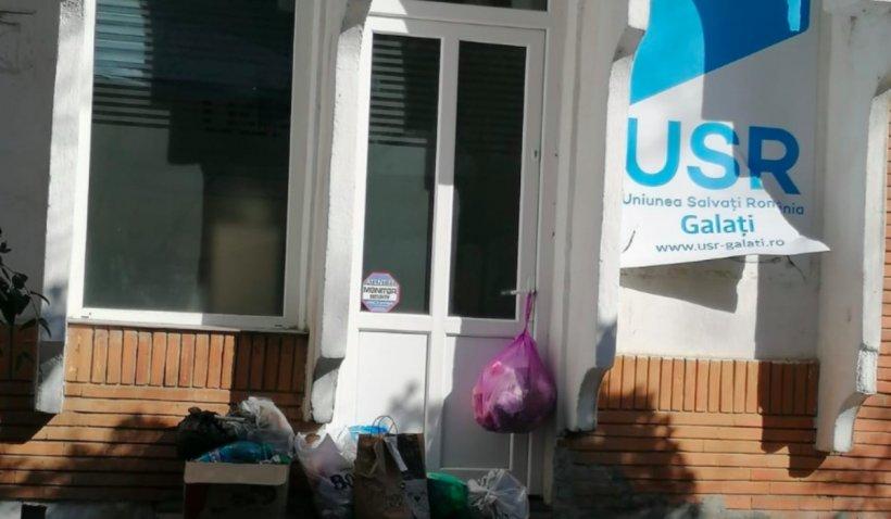 Sediul USR Galați a fost vandalizat de protestatarii anti-mască