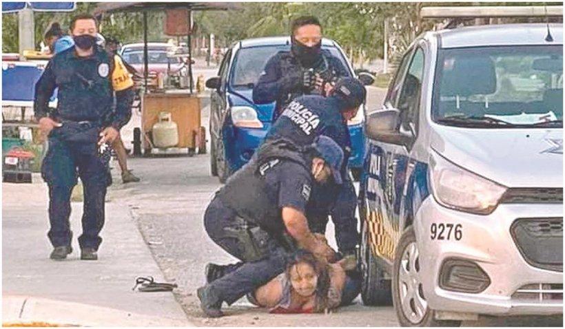 O polițistă i-a rupt gâtul unei femei în timp ce o aresta, în Mexic