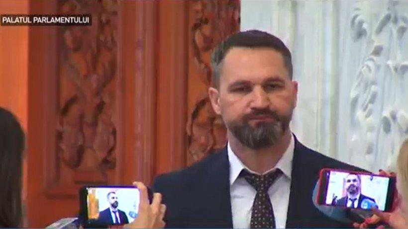 """Parlamentari surprinși fără mască în Parlament, declarații uimitoare: """"Voi ați văzut ce conțin măștile astea?"""""""
