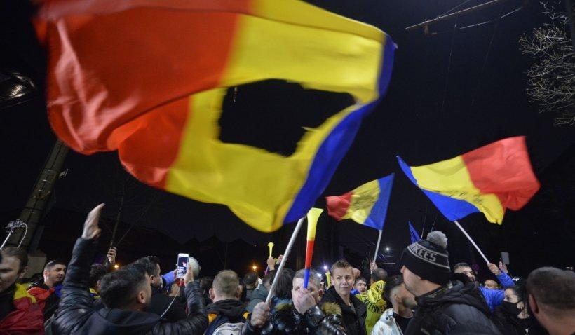 A cincea zi de proteste anti-restricții în București: Oamenii s-au strâns din nou în Piața Universității