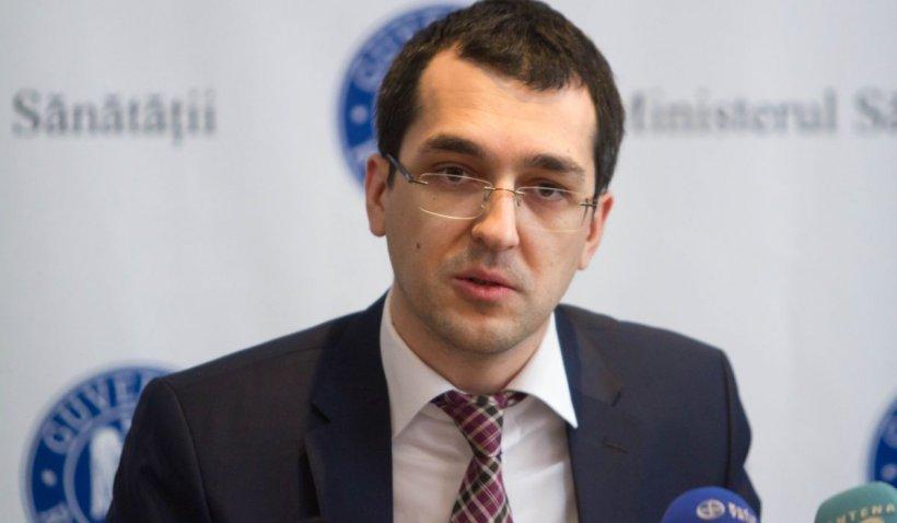 """Vlad Voiculescu: """"Cu cât mai multă educație medicală ai, cu atât trebuie să fii mai responsabil de ceea ce spui!"""""""