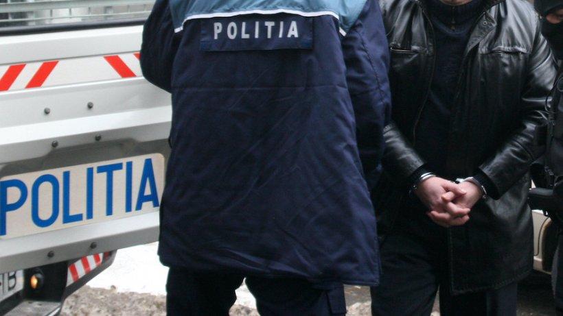 Bărbat băgat în arest în aceeași încăpere cu un suspect de COVID