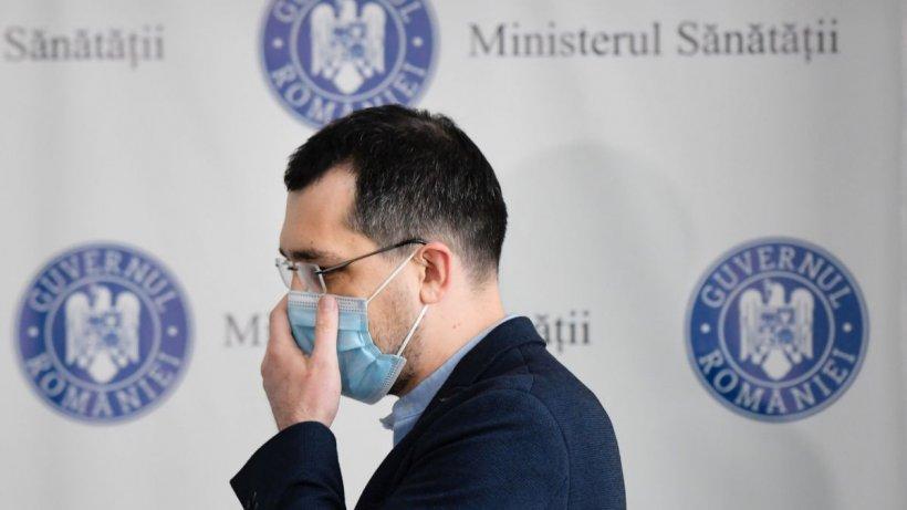 Vlad Voiculescu, amendat cu 1.500 de lei pentru nepurtarea măștii