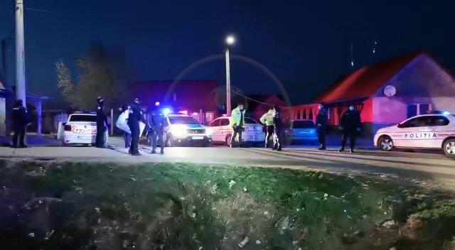 Polițiști atacați și răniți într-un conflict cu zeci de romi, în Satu Mare. Mai multe persoane au ajuns la spital  152