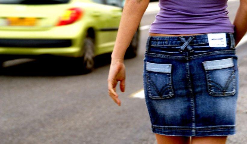 Prostituate plătite cu bani falşi, la Târgu Jiu. Fetele le-au şi schimbat bani bărbaţilor şi le-au dat rest