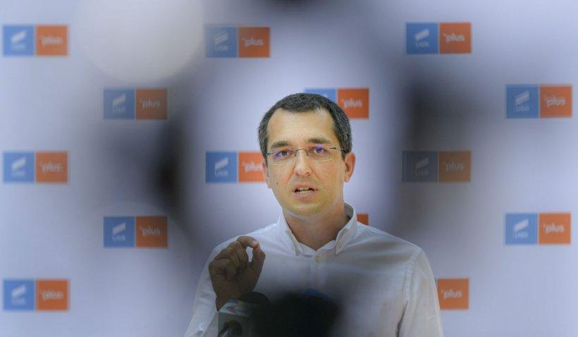 Surse: PNL i-a cerut lui Barna să renunţe la Voiculescu. Tensiune în coaliţia de guvernare