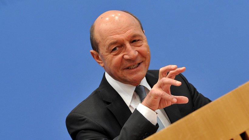 Traian Băsescu, declaraţii despre vaccinul AstraZeneca. Posibile motive pentru avalanşa de critici din Europa