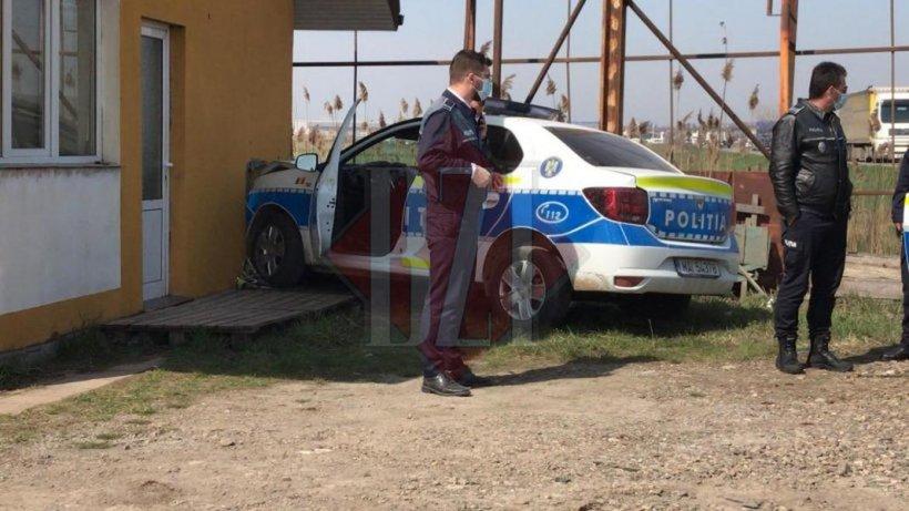 Accident inedit la Iași: O mașină a poliției a intrat într-o casă!