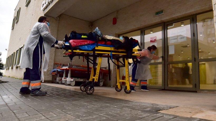 Ce riscăm dacă mergem în vacanță in străinatate fără asigurare medicală. Un român a plătit o sumă colosală după o criză de fiere în Tenerife