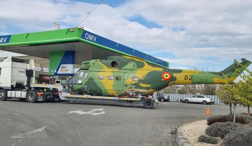"""Elicopter al armatei române, surprins în timp ce """"alimenta"""" la o benzinărie din Focșani"""
