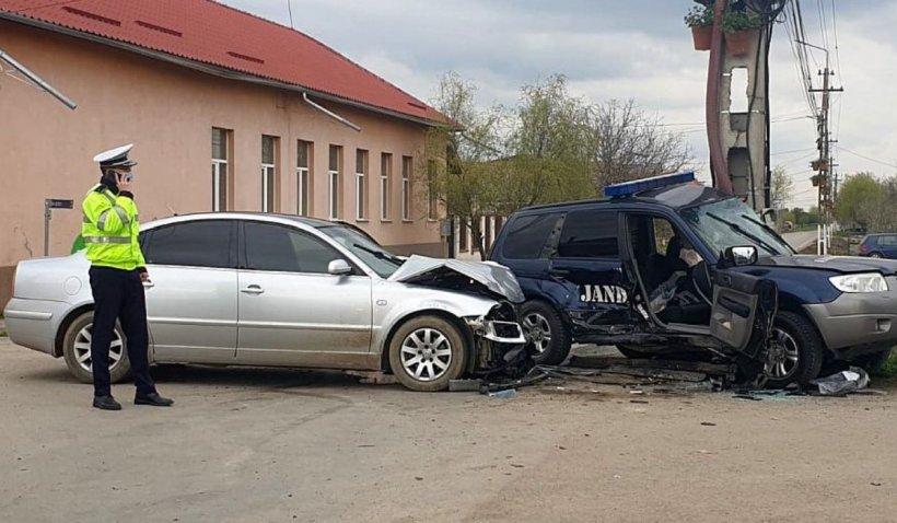 Mașină a Jandarmeriei, implicată într-un accident grav lângă Timișoara: Un jandarm este în comă