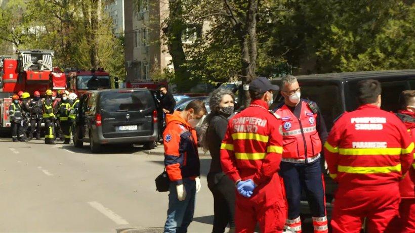 Poliţiştii l-au reţinut pentru şantaj pe bărbatul care a ameninţat că se aruncă cu copilul în braţe de la etajul unui bloc din Capitală