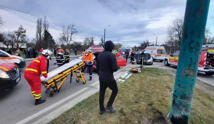Accident cu şapte victime, la ieșirea din Alexandria.Intervin echipaje ISU şi ambulanţe