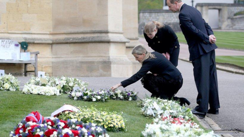 Imagini de la funeraliile Prinţului Philip. Regina Elisabeta, cu lacrimi în ochi, după 73 de ani de iubire