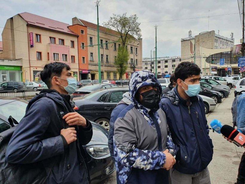 Timișoara în alertă! Zeci de migranţi ridicaţi de pe stradă, după bătaia dintre două grupuri de afgani