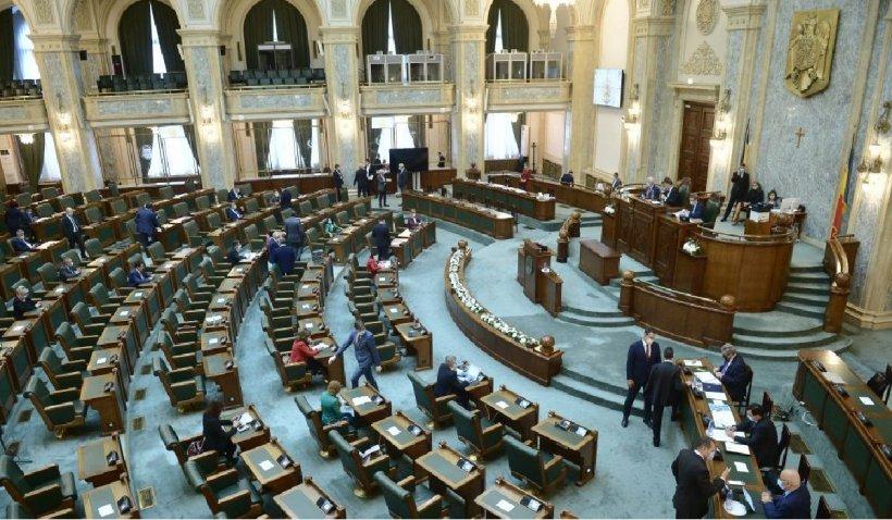 Universitatea de Arte din București inițiază o lege prin care fură drepturile de autor ale studenților
