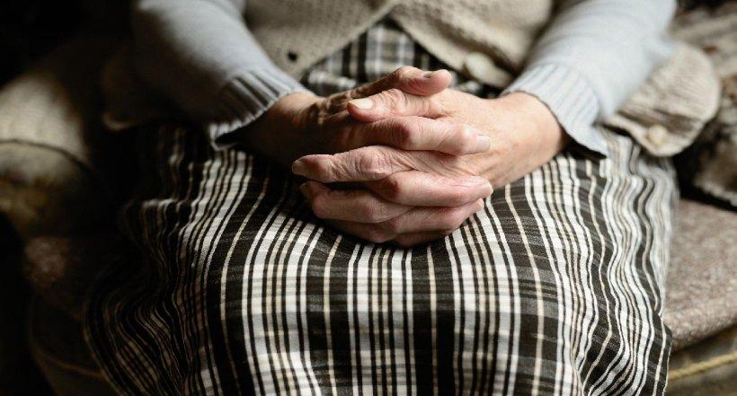 O bătrână care a avut COVID-19 a fost dusă acasă de ambulanță într-o locuință greșită, în Ţara Galilor