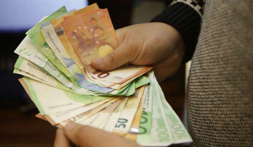 Nou maxim istoric pentru euro în faţa leului