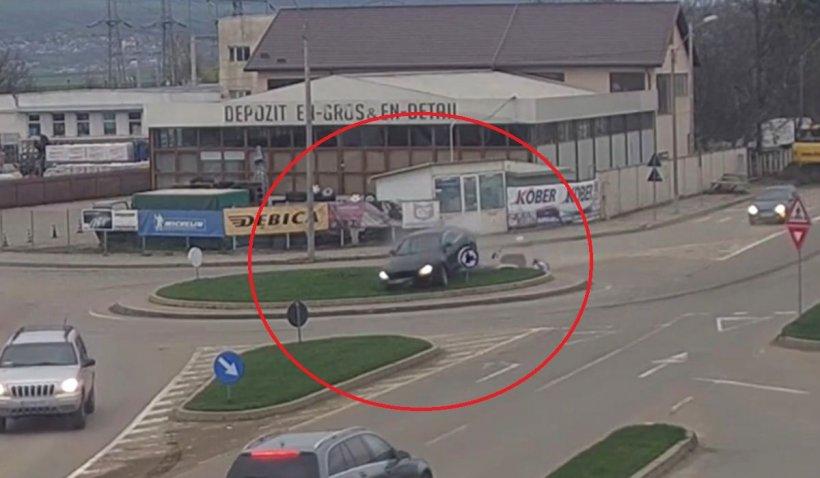 Un şofer cu Audi a zburat peste un sens giratoriu, la intrare în Vaslui