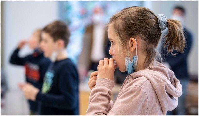 Italia introduce testul de salivă pentru elevi și redeschide școlile