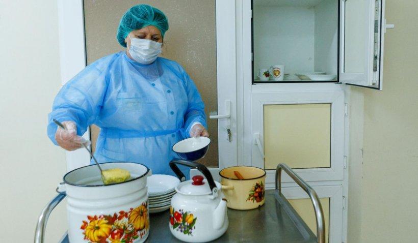 Alocaţia pentru hrana pacienţilor din spitale se dublează. Meniul unui bolnav este acum de 10 lei pe zi