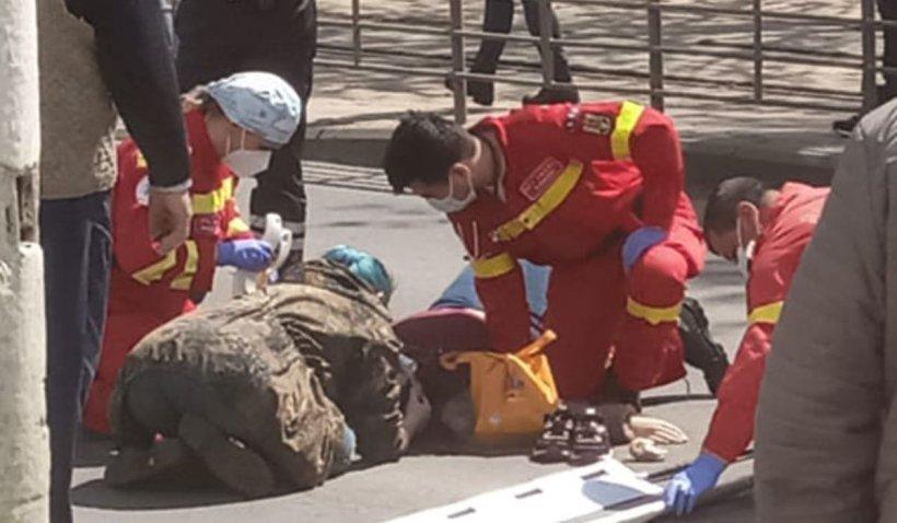 """Fata cu părul albastru, înger păzitor pentru victima unui accident în Bucureşti: """"Aşa a stat până a venit SMURD-ul"""""""