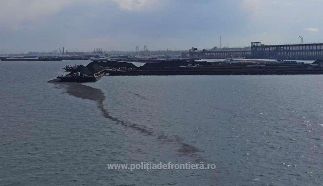 Poluare în bazinul Portului Constanța, după ce autorităţile au descoperit două pete de hidrocarburi