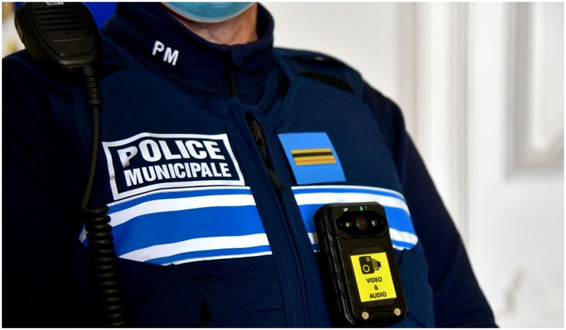O polițistă a fost înjunghiată mortal într-o secție de poliție din Franța
