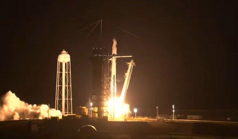Racheta Falcon 9 şi capsula Crew Dragon au dus patru astronauţi pe orbită, pentru o misiune pe Staţia Spaţială Internaţională