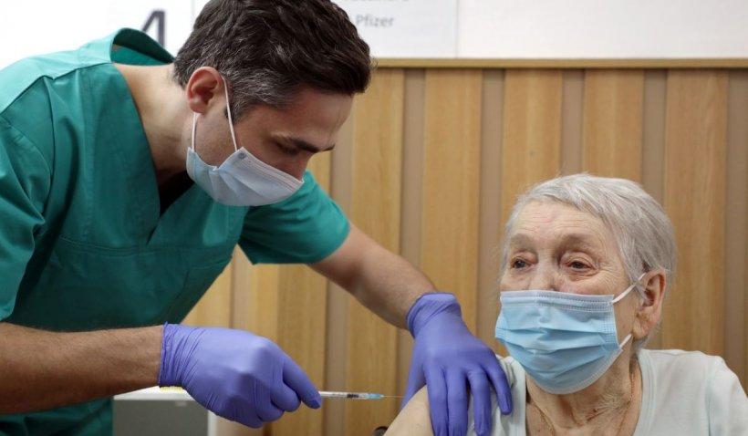 Dr. Valeriu Gheorghiţă spune dacă mai este necesară a treia doză de vaccin anti-COVID