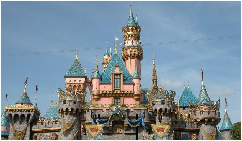 Disneyland se pregăteşte de redeschidere după mai bine de un an de când a fost închis