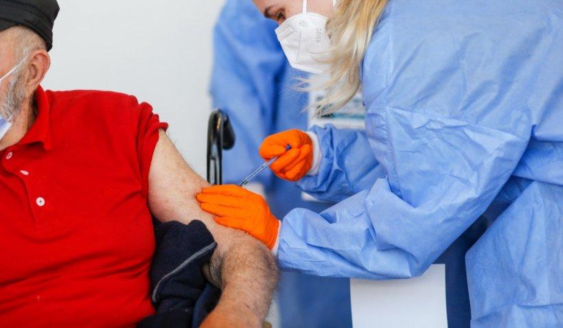 Infecţionistul Octavian Jurma: În loc să plătim medicii de familie, să dăm banii celor care se vaccinează
