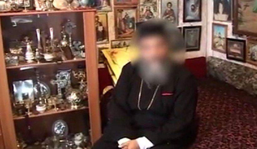 Preotul din Videle, prins când întreţinea relaţii intime cu un minor, îi dădea băiatului mâncare şi haine